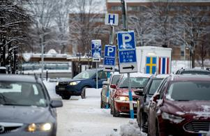 Miljötänket är viktigt, kommunen vill minska trafiken i centrum.Luftkvaliteten påverkas inte bara av bränslet från bilarna, det är lika mycket storleken på bilarna och dubbdäcken.