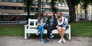 Emelie Jensen Strandberg, Nathalie Valdemarson och Emelie Wesström är en del av den ideella föreningen HBTQ+ Evenemang.