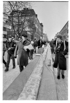 Stora Gatan 1985. Längst till höger går Lennye Osbeck med sin kamera i högsta hugg.