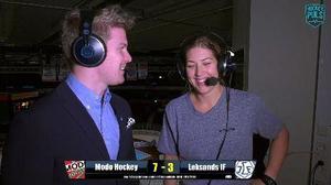 Modostjärnan Erika Grahm intervjuas av Adam Johansson i Hockeypuls sändning.