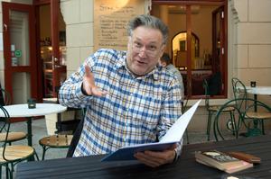 Iso Porovic har en djup relation till poesin. Genast han kom till Sverige kände han att de klassiska svenska poeterna var hans.