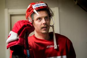 Jonathan Dahlén var en av flera spelare i Timrå IK som fick utvisningar på grund av olämpligt uppträdande mot domaren mot Mora. Nu ger han sin syn på onsdagsmatchen och händelsen.