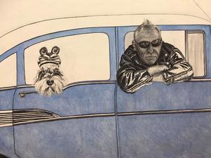 31 juli: Tålmodig väntan på att bilen ska bli klar så de båda kan rulla ut i folk- och bilvimlet. Foto: Laggar Jan Tigerstrand.