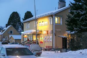 Navet i Norråker, lanthandeln Norråkers Handel. Ingången till lägenheten är på kortsidan.
