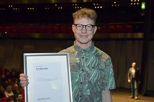 Erik Nylander tar emot Årets Bild-utmärkelsen Åreets Rookie 2018. Bild: Jessica Gow/TT