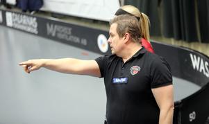 Vikarierande tränaren Roger Jonsson kliver åt sidan när Ulf Hallstensson tar över i Kais Mora.