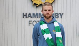 Dennis Widgren när han presenterades för Hammarby. Foto: Hammarby Fotboll.