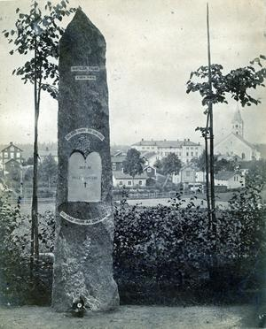 Gården där Dan Andersson bodde skymtar längst ut i vänster kant på den här bilden. Bild: Lindesbergs kulturhistoriska arkiv.