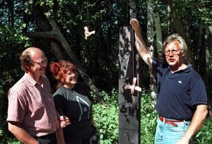 Den äldsta bilden av Hjördis som vi hittar i vårt digitala arkiv, tillsammans med Bo Simeon Eriksson och Örjan Sandenor.