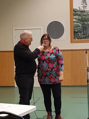 Hans-Erik intervjuar nya kommunalrådet Malin Svanholm. Det är första gången som ett kommunalråd i Kramfors har varit på en Vibyggerå 2000-träff utan att ha varit kallad. Hon nämnde bland annat att ett av hennes smultronställen är Naturscen Skuleberget.