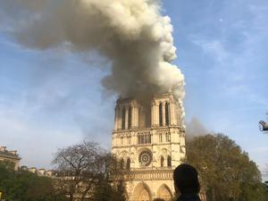 Julia Pietrzak Rådström befinner sig bara några hundra meter från Notre-Dame som står i lågor. Bild: Privat
