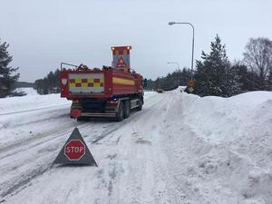 En minibuss och en personbil kolliderade på Södra Fagerviksvägen.
