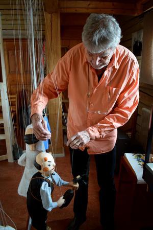 Gammel-Jerk som marionettdocka.