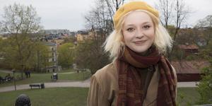21-åriga Sofie Jonsson är uppväxt i Nynäshamn men studerar på musikhögskolan i Örebro och gör just nu sin praktik på ett företag i Stockholm.