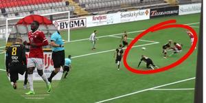 Yusuph Soka Abasi Asedi gör 2–1-målet för IFK Östersund. Bilden är ett montage. Foto: Niclas Åkerström.