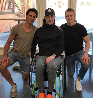 Tobias Forsberg, omgiven av kedjekamraterna Jon Knuts och Martin Karlsson när trion träffades häromveckan.