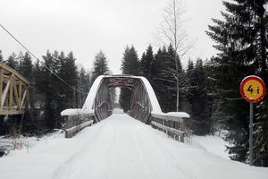 Det råder delade meningar om vem som äger bron över Västerdalälven.