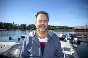 Farleden in till Axmarby saknar två sjömärken. Gävle kommun hade missat att sätta ut dem. Det fick Anders Jonsson bittert erfara när han smällde på en sten med sin båt.