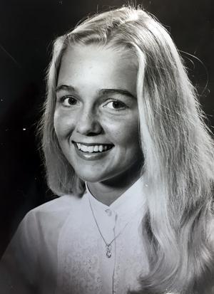 17 år gammal röstades Ellinor Persson fram till Medelpads lucia. Året var 1982 och hon jobbade extra i en livsmedelsaffär i Bydalen.