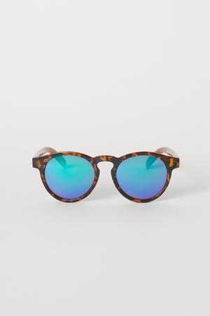 Mönstrade solglasögon, 69,90 kronor på H&M.
