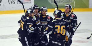 Borlänge har vunnit fem av de sex senaste matcherna och har ökat chanserna att nå topp tre.