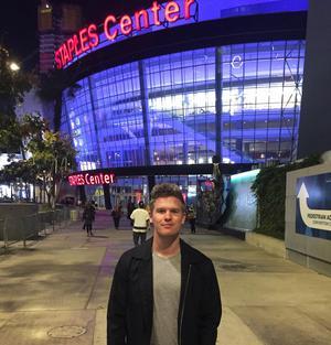 Hockeypuls och Allehandas utsände utanför Staples Center.