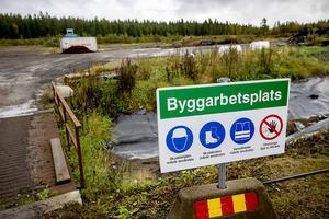 Den här veckan påbörjas transporterna med lastbil från Econovas hårt kritiserade anläggning i Överdal. Det kommer att pågå i tre månader framåt.