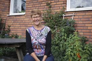 Birgitta Tapper firar sina 75 år med goda vänner och barn, barnbarn och barnbarnsbarn.