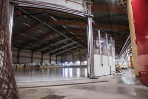 Nu står det klart att arenan i Sveg kommer blir mer än bara en ishall. Filtmattan som kommer kunna rullas ut inne i rinken är tillverkad av ett svenskt företag och till exempel Globen använder sig av samma sorts matta.
