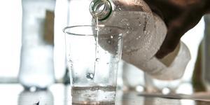 Kolsyrat vatten är ett alkoholfritt alternativ.
