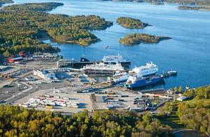 Den nya renhållningskajen kommer att ligga norr om Kapellskärs hamn, i närheten av husvagns campingen. Foto: Per-Erik Adamsson