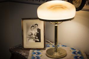 Trettondagsafton 1957 gifte sig Bror-Arne och Mona Lundqvist i Betelkyrkan Köpmanholmen.
