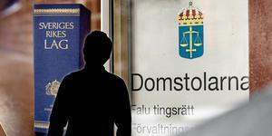 En man i 50-årsåldern åtalas vid Falu tingsrätt, bland annat misstänks han ha rånat en butik i Avesta. Foto: Jessica Gow/TT, Christian Larsen