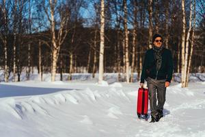 Filmen handlar om världsstjärnan Simon (Peter Jöback) som återvänder till samhället där han växte upp för att fira jul. Foto: Josef Persson