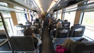 Så många människor åker tåg varje dag. Så många pratar, men så få pratar med varandra. Passagerarna på just detta tåg mellan Västerås och Stockholm har inget samband med krönikan i övrigt.