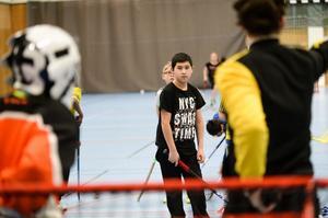 Abbas Darvyshi, 11, kom till Sverige från Afghanistan för runt två år sedan. – Jag älskar sport. Först fotboll och basket och sen innebandy, säger han.