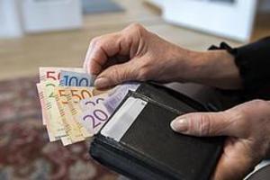 I förundersökningen mot kvinnan framgår det att mannen blivit av med närmare 600 000 kronor. Bild: TT