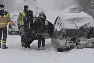 Det snöade mycket på olycksplatsen.