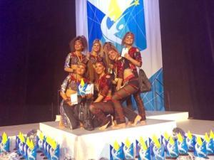 Gruppen ENiGMA, där Ebba är med. Här är när de vann  vann SM i dans 2019, i grupp vuxna.