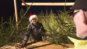 """Helene Fahlin, ordförande i föreningen Åvestbo byalag, längtar efter morgondagens julmarknad. """"Det här har blivit en tradition för många. Det är verkligen roligt"""", säger hon."""