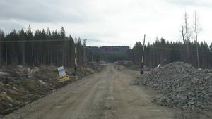 Fotona är tagna från Tevansjövägen. Längst upp på bilden ligger ställverket.