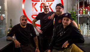 Hela gänget samlades under onsdagskvällen. Trea från vänster är Tobias Lindqvist, som kommer att ansvara för restaurangen i Sundsvall.