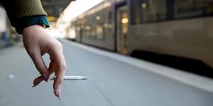 """""""Dieselutsläpp är en miljöfara. Men än värre är rökarna"""" skriver skribenten."""