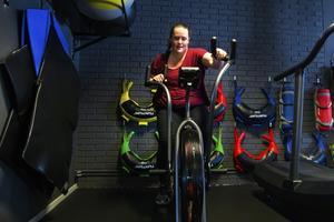 Stina Nordin gav verkligen allt på Karma träningscenters så kallade assault bike.