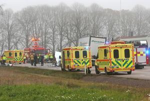 Föraren av personbilen avled på plats av sina skador. Anhöriga är underrättade. Foto: Torbjörn Axelsson/ Westy foto