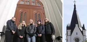 Tjejerna skulle öva inför luciakonserten. Men blev istället bara inlåsta i kyrkan.