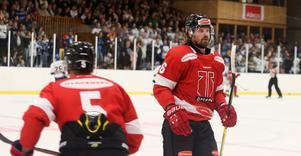 Stefan Warg delade ut en tackling som irriterade HV-spelarna. Men ful var den inte.
