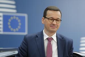Polska premiärministern Mateusz Morawiecki vill få de hundratusentals polacker som lämnar landet varje år att stanna. Men det räcker knappast med pengar.