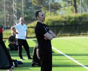 FV-tränaren Pero Kapcevic. I bakgrunden Gottnetränaren Roger Dannberg.