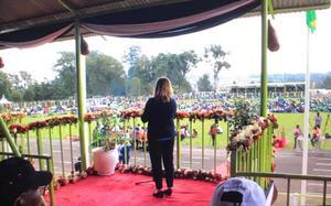 Vicki Skure-Eriksson höll tal vid invigningen av ett KICOSCA Games, ett stort idrottsevenemang i Kenya.